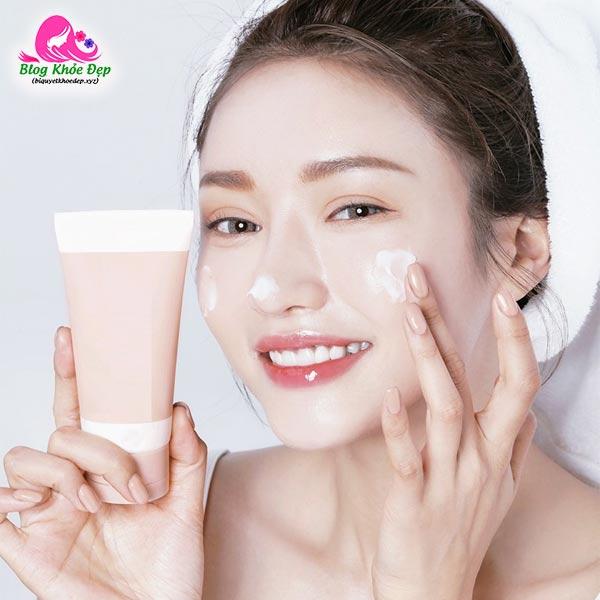 Có nên dùng kem dưỡng ẩm cho da dầu mụn