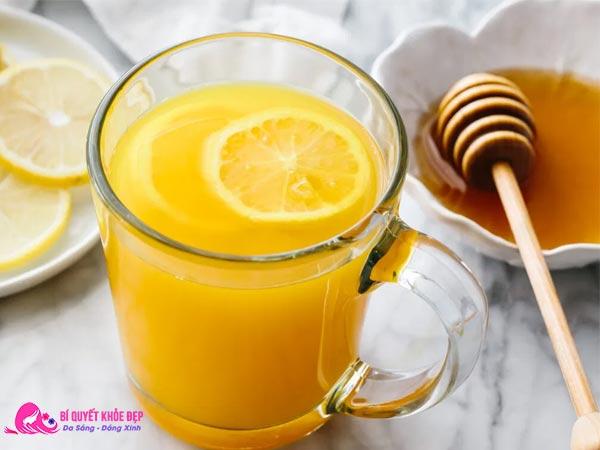 Uống nước nghệ tươi và mật ong