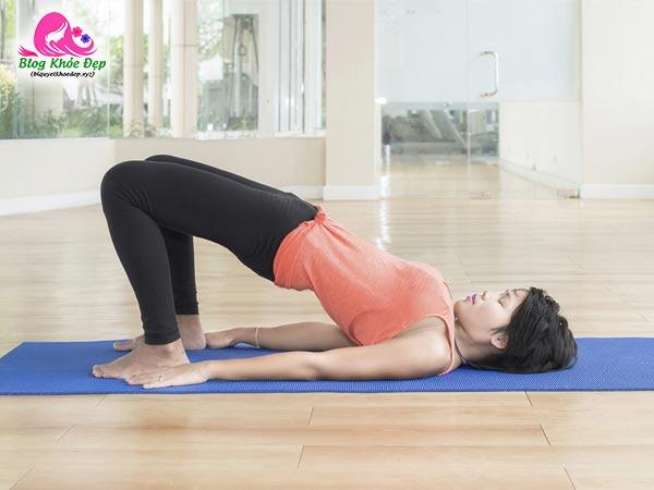 Bài tập yoga làm se khít vùng kín tư thế cây cầu