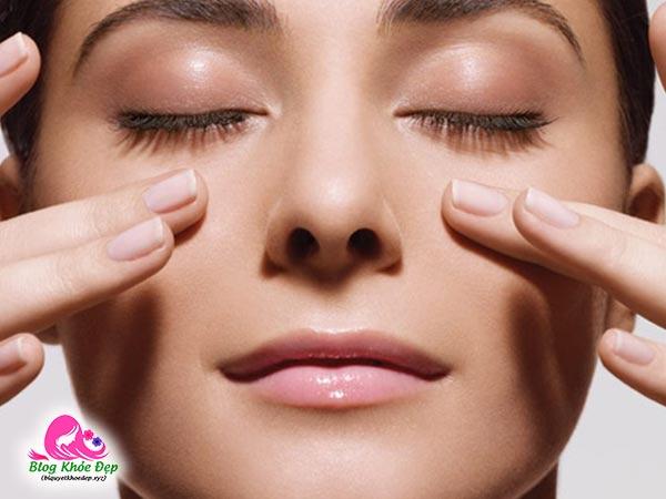 Cách làm lông mi dài tại nhà bằng massage mí mắt