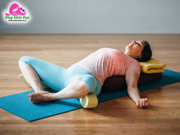 Tư thế Yoga góc cố định nằm ngửa se khít vùng kín